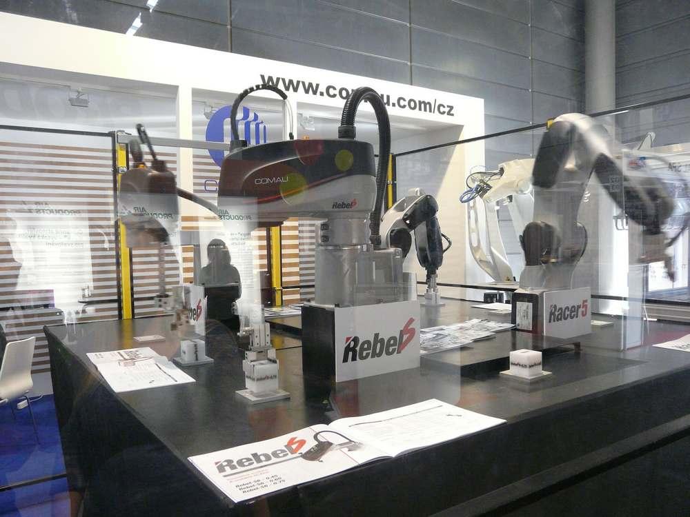 Comau Robot