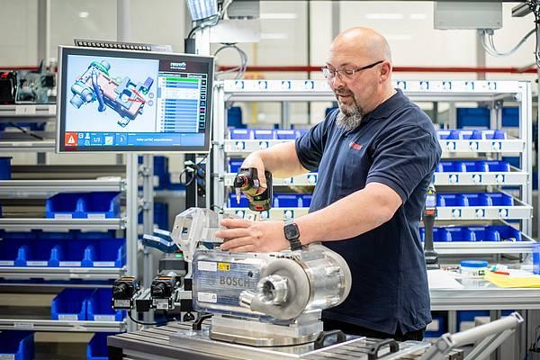 elektrický vzduchový kompresor Bosch