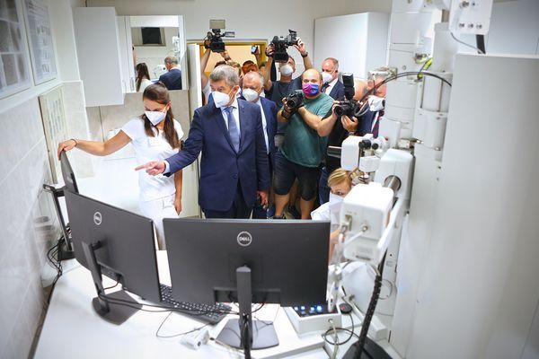 mikroskop Andrej Babiš